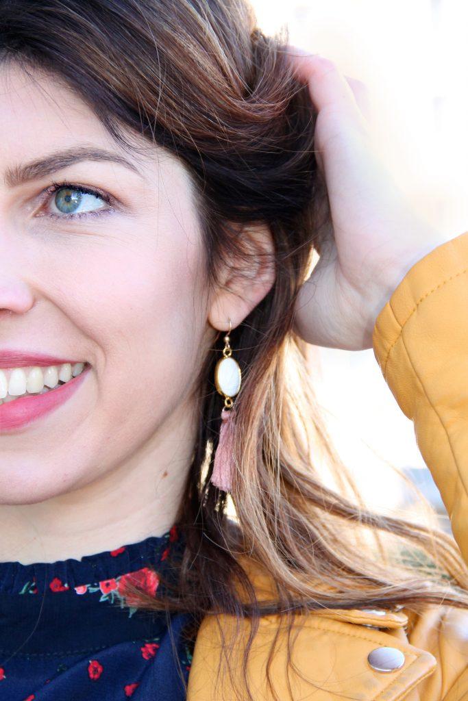 boucles d'oreilles pompoms rose