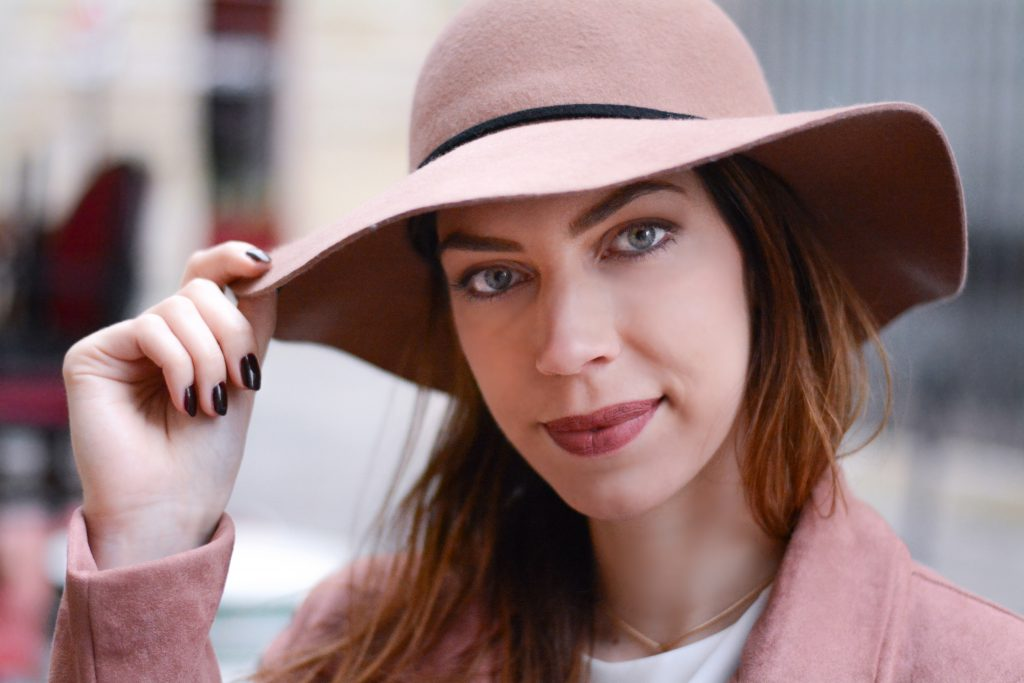 Recherche model photo femme bordeaux