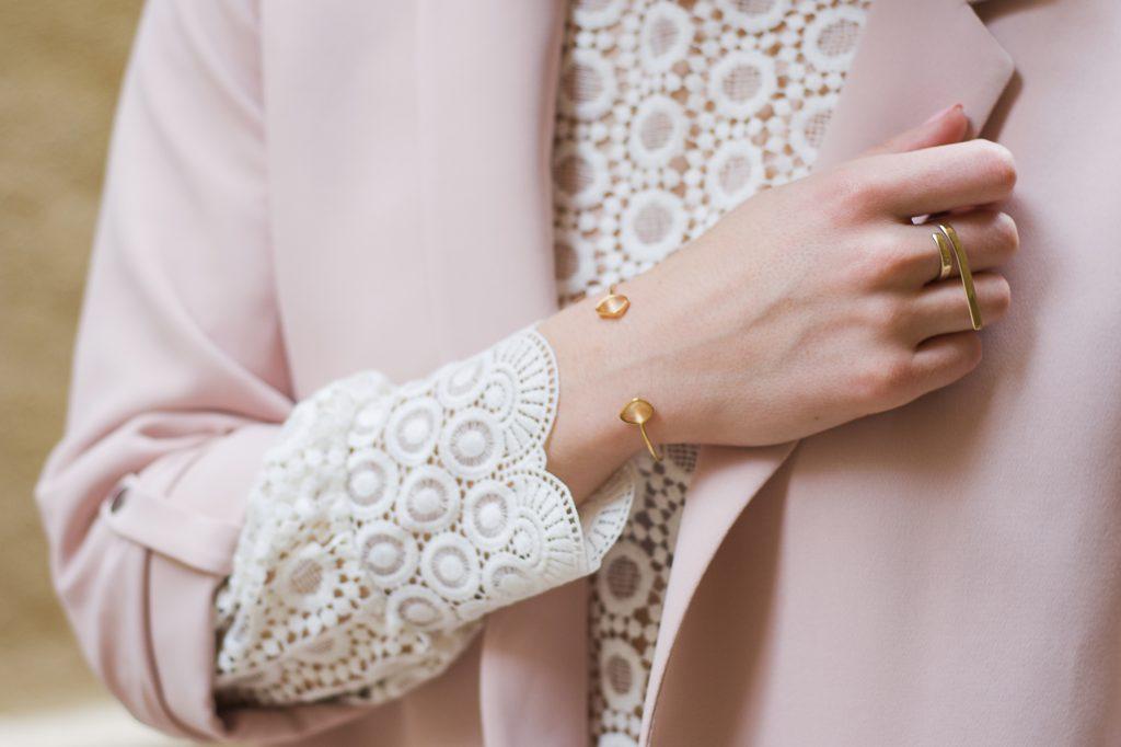 details dentelle blazer rose poudre
