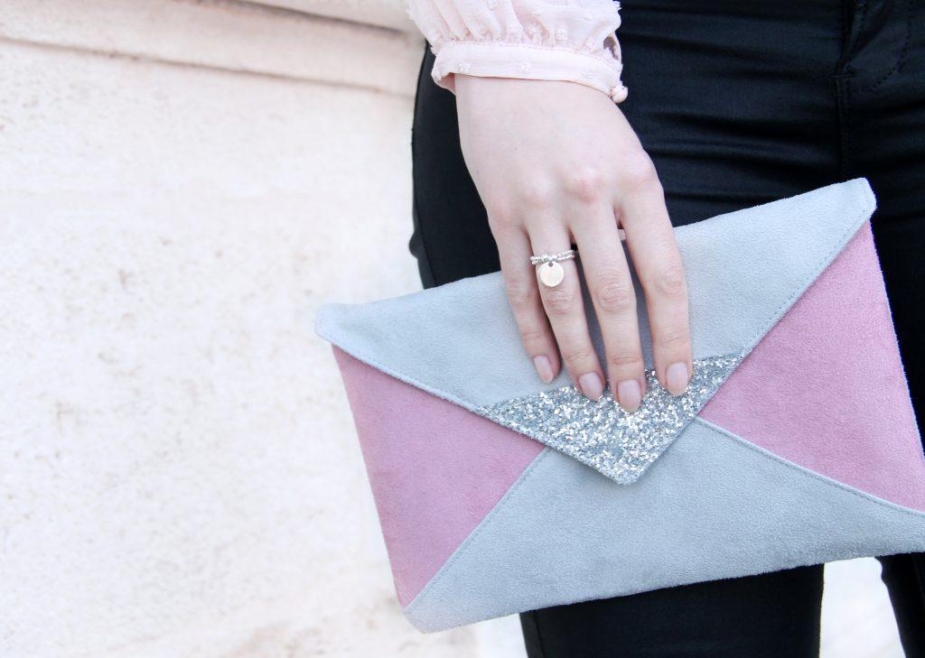 pochette graphique rose gris pailleté
