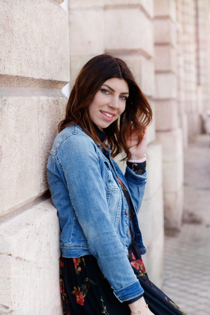 portrait model femme bordeaux mode