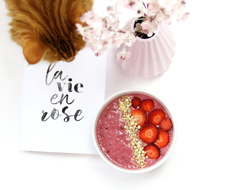 smoothie bowl fraise fruits rouges