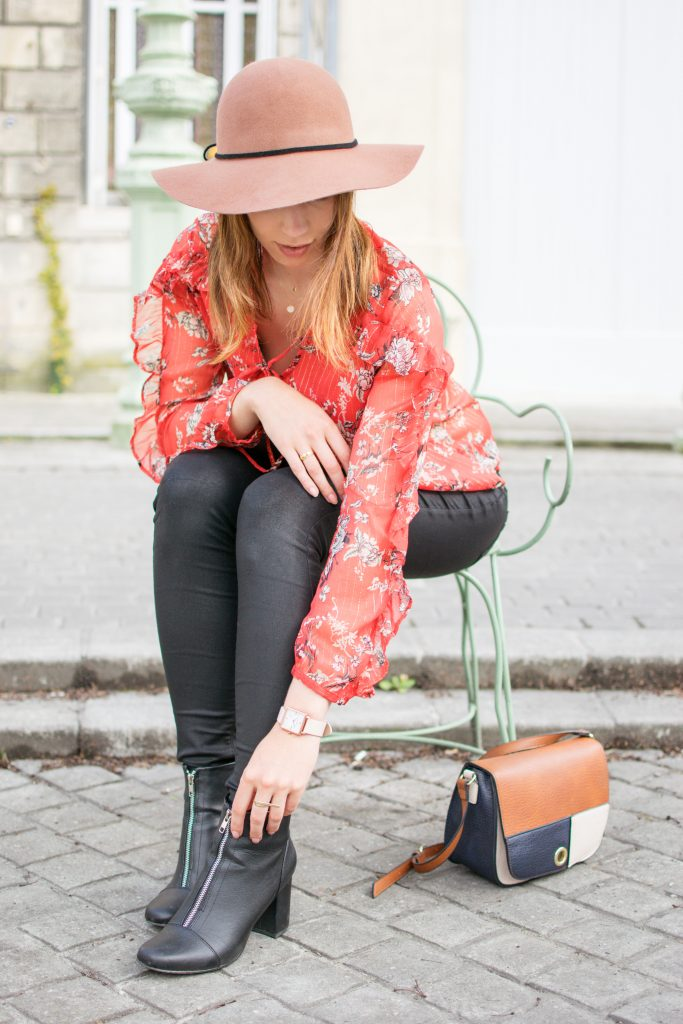 blouse fleuri rouge volants