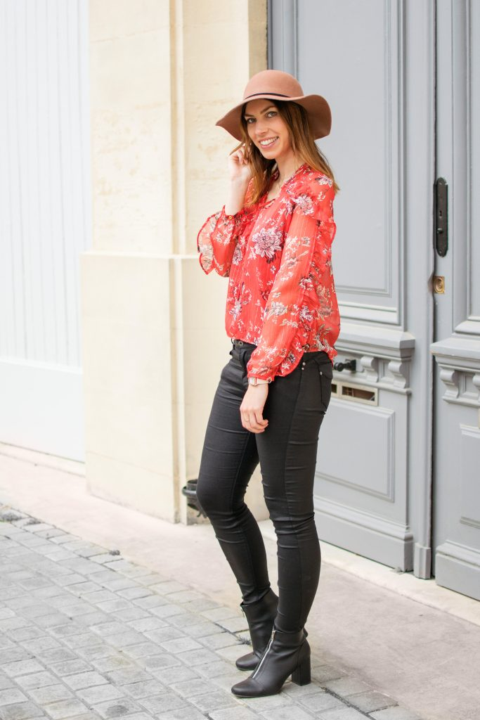 look printemps fleuri volants et capeline