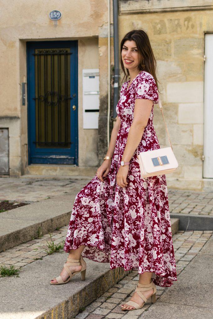 look soirée d'été avec une robe longue floral