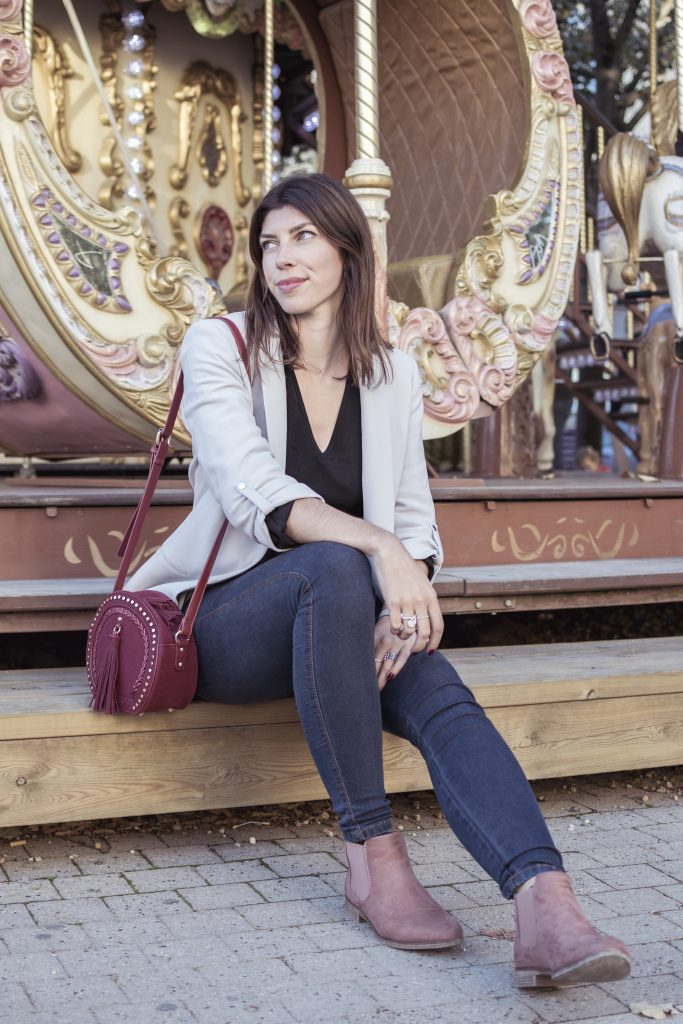 blogueuse look chic bordeaux sac rond