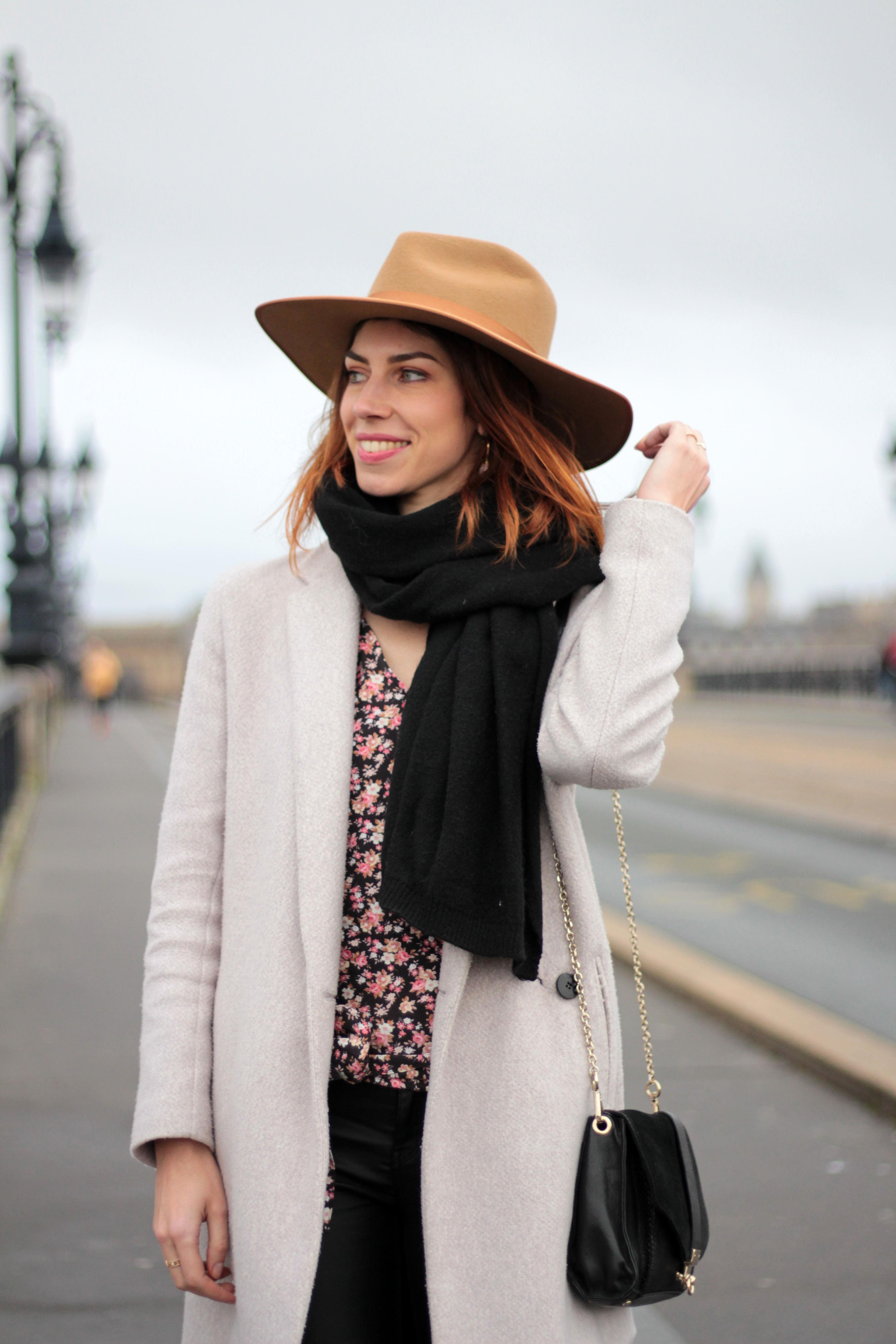 look hiver blouse imprimée fleuri