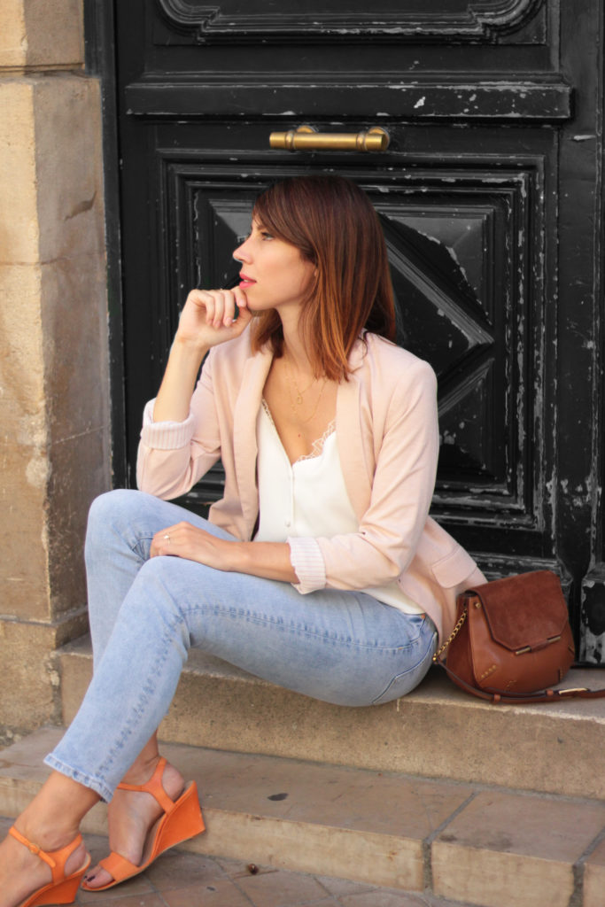 tenue printemps jean blazer rose
